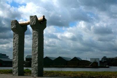 Weefgetouw, graniet / boomstam, 120 x 30 x 160, 2007