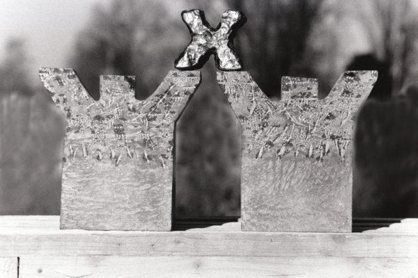 Vermenigvuldiging 1, Belgisch hardsteen/ brons, 50 x 30 x 7, 2005