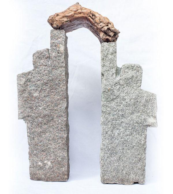 Hemelpoort, graniet / brons, 30 x 50 x 10, 2006